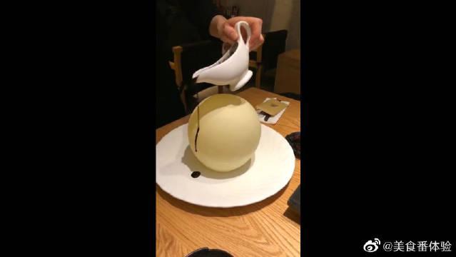 吃甜点跟玄幻大片一样,服务员这米字解封法,是从哪里学的?