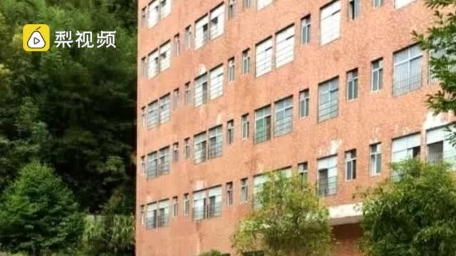 官方通报湖南18岁男生学校卫生间死亡:系服农药自杀……