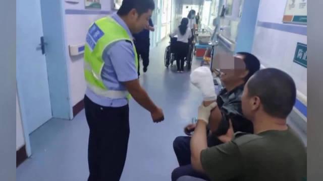 邢台男子四个手指被碾压 交警争分夺秒急送医