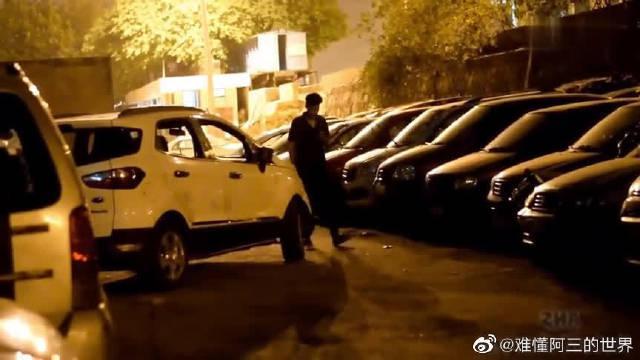 国外爆笑街头恶搞:印度小伙夜晚吓人……