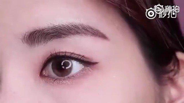 眼线的小诀窍,用到KissMe眼线笔。 1