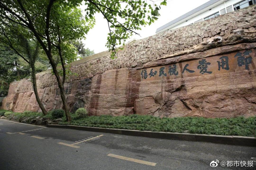 断桥对面的石函路,曾是杭城出入钱塘门和西湖的要道