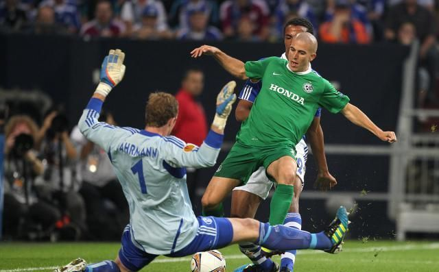 在拜仁8-0的狂胜之下,沙尔克也彻底地失去了往昔强队的风采
