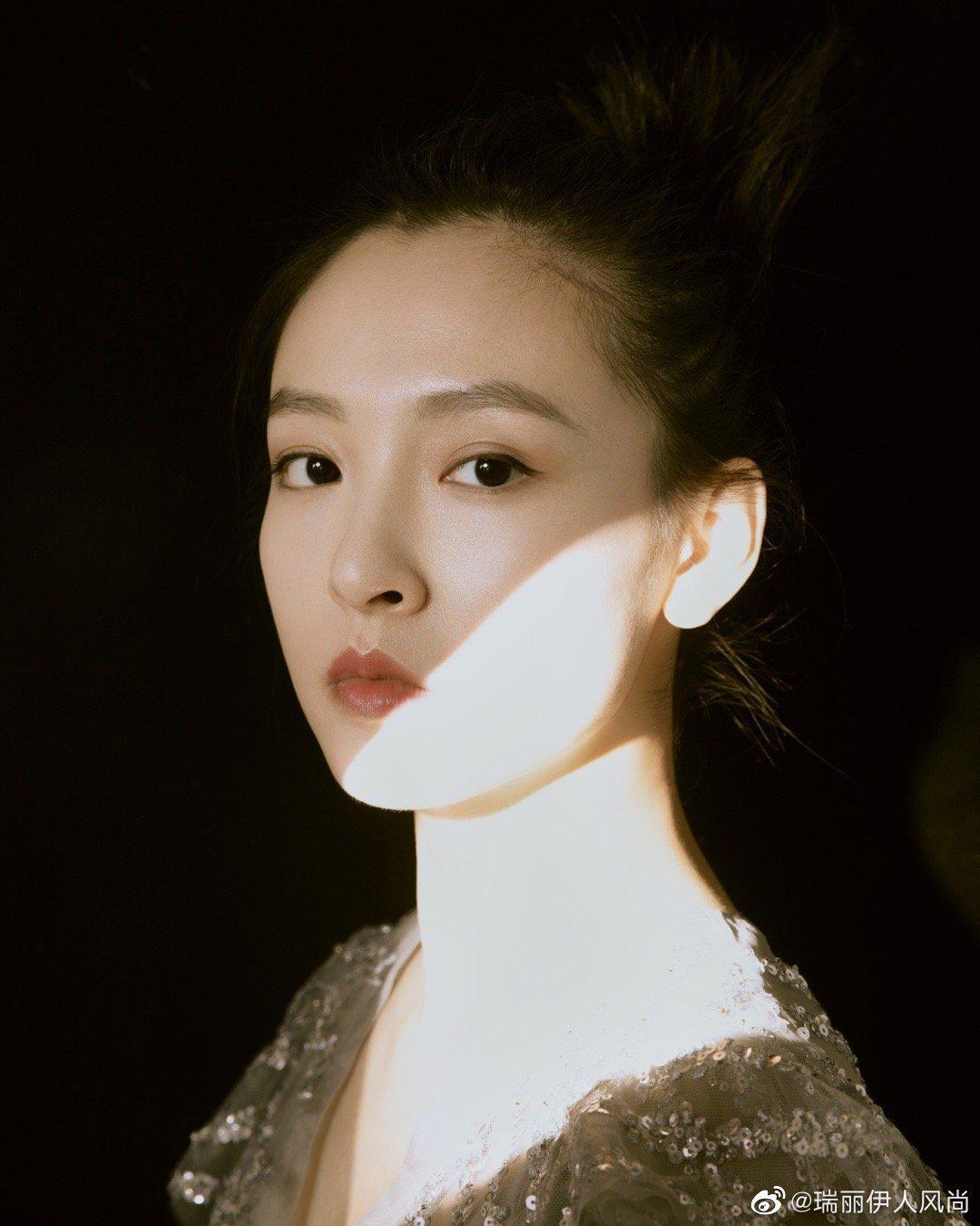 吴倩生日大片,身穿银色亮片裙优雅迷人……