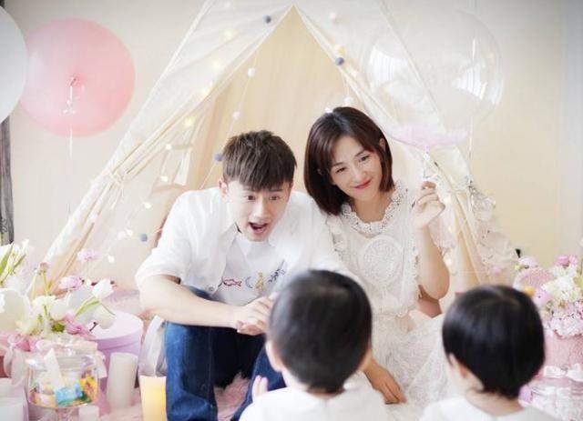 张杰晒全家福,纪念与谢娜结婚9周年,双胞胎女儿暴风生长太可爱