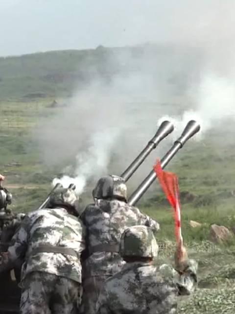 砰砰砰!看预备役高炮团高原实弹演训超猛火力!