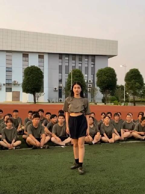 军训时遇到有才又有魅力的女同学是一种什么样的体验?