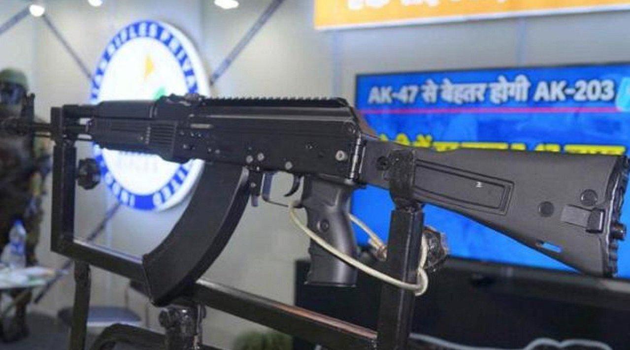 普京又给莫迪送礼了,60万支AK步枪火速来援,在帮忙边境搞事?