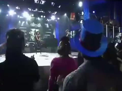 贾斯汀·比伯曾经与赛琳娜的撒狗粮表演,如今看着都是回忆!