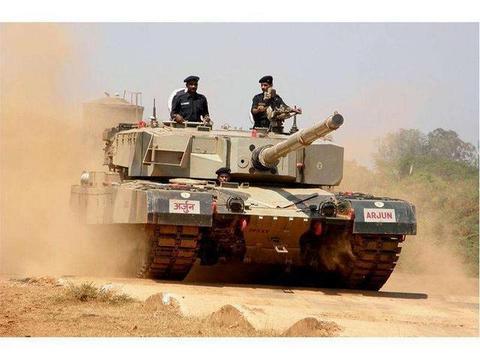 印军国产阿琼首次实弹开炮,巴基斯坦亮出新型坦克,狠狠打脸印度