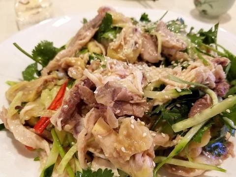 手撕鸡最好吃的家常做法,皮滑肉嫩,香辣过瘾,越吃越过瘾