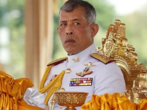 泰王玛哈带后宫团在德国挥金如土,花费10亿美金却不知民间疾苦