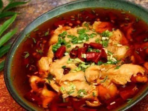 美食精选:水煮鸡肉、白灼青瓜花、翡翠拌茄子、青红椒炒贝肉