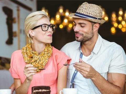 人到中年,和异性还有纯友谊吗?两位女人说了真心话
