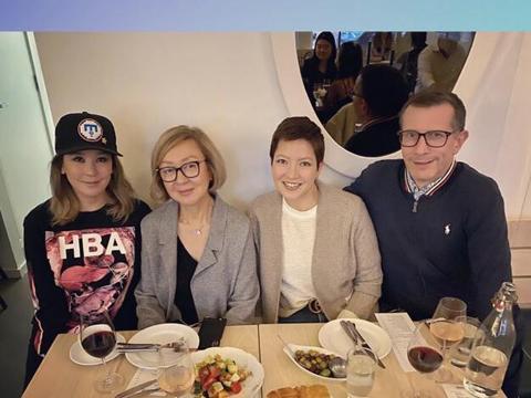 陈冠希二姐和家人聚餐,43岁陈见飞面容憔悴,黑人男友不见踪影!