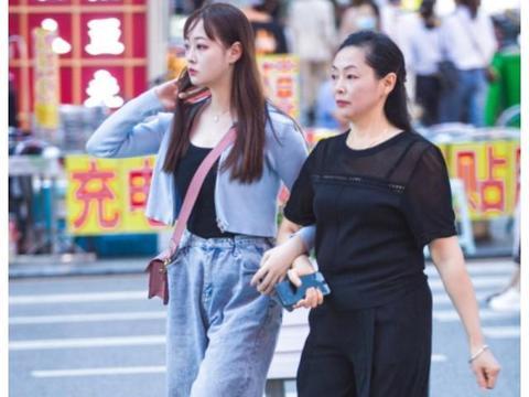 宜昌街拍,入秋了开始加衣服了,最舒服的季节!