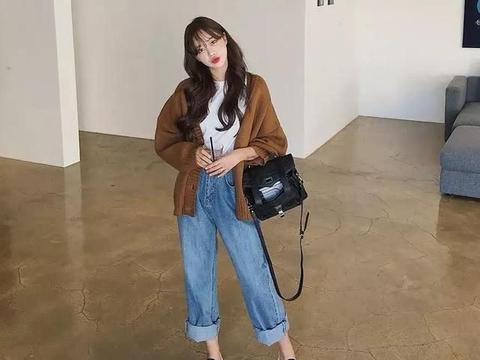 """41岁郝蕾穿亮片紧身长裙露面,发福身材太丰腴,""""胖""""也很迷人"""