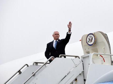 """祸不单行!美军轰炸机坠毁后,美国副总统彭斯专机""""被鸟袭击"""""""