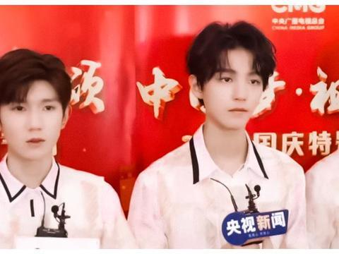 王俊凯21岁生日,易烊千玺王源送祝福,谁留意到的发博时间?