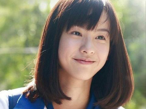 女星穿校服扮嫩:刘亦菲唯美,郑爽清新,而她让同龄人情以何堪