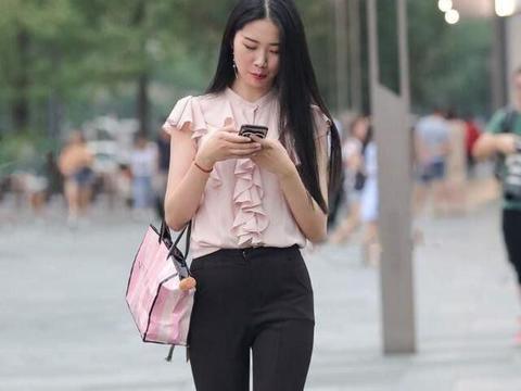 """奔四的女人注意了,选择""""小黑裤"""",就等于远离了""""大象腿""""!"""