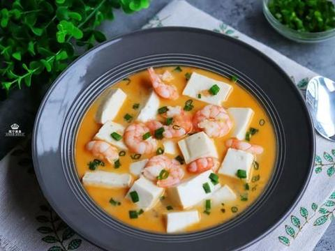 喜欢吃豆腐的要收藏,加入咸蛋黄和虾仁这样煮,入味又鲜香美味