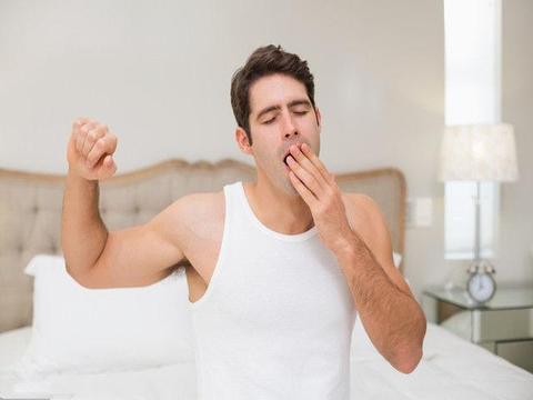 早上起床后,男人身体出现3个症状,说明肾气不足、很虚