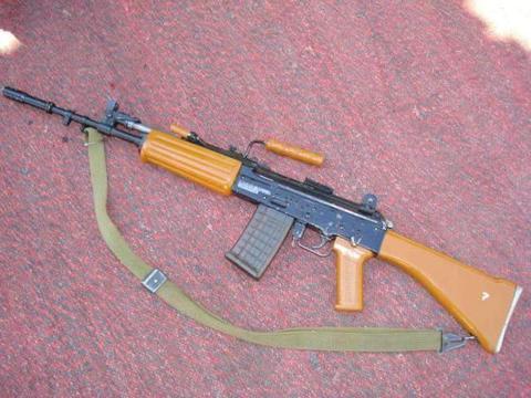 """印度国产步枪有多烂?山地步兵高原上演惊人一幕,烧开水""""煮""""枪"""