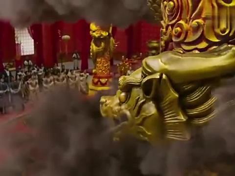 石柱上刻的金龙突然复活,张牙舞爪,龙嘴喷出火焰数丈远