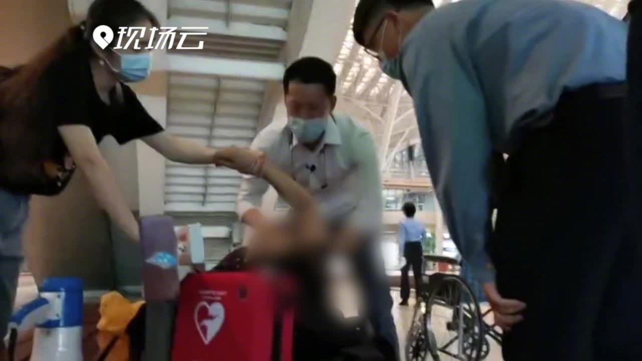 援鄂医生回访武汉路遇乘客发病救人