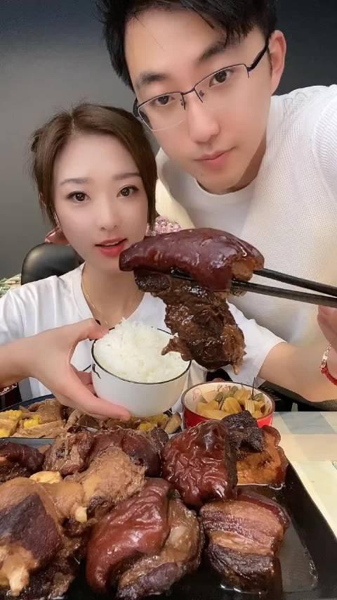 吴小妮美食日记:红烧肉配大米饭