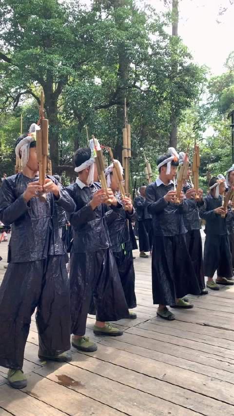 芦笙,是少数民族特别喜爱的一种古老乐器之一……
