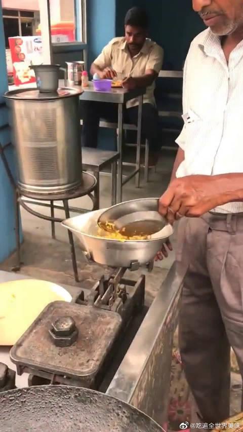 坦桑尼亚吃的咖喱饭,老板肉都盛出来了,你再拿出去真的好吗?