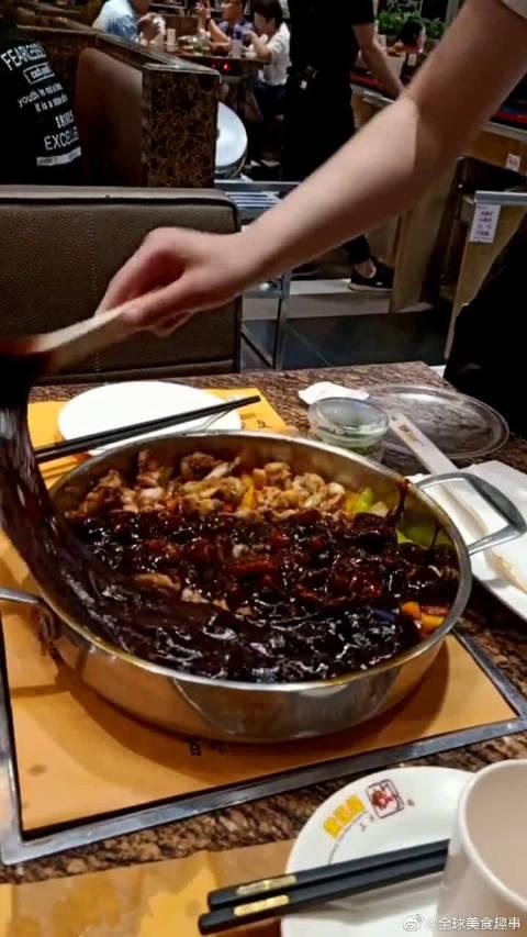 108一份焖锅,这手法像极托尼调色的样子,难怪酱汁都要100!