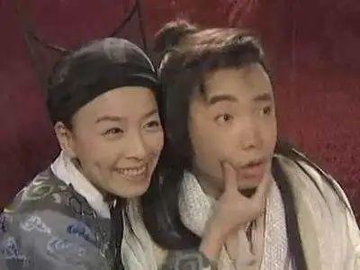 张庭夫妇被曝买下黄浦江边整栋大楼,林瑞阳满头白发拄拐杖监工