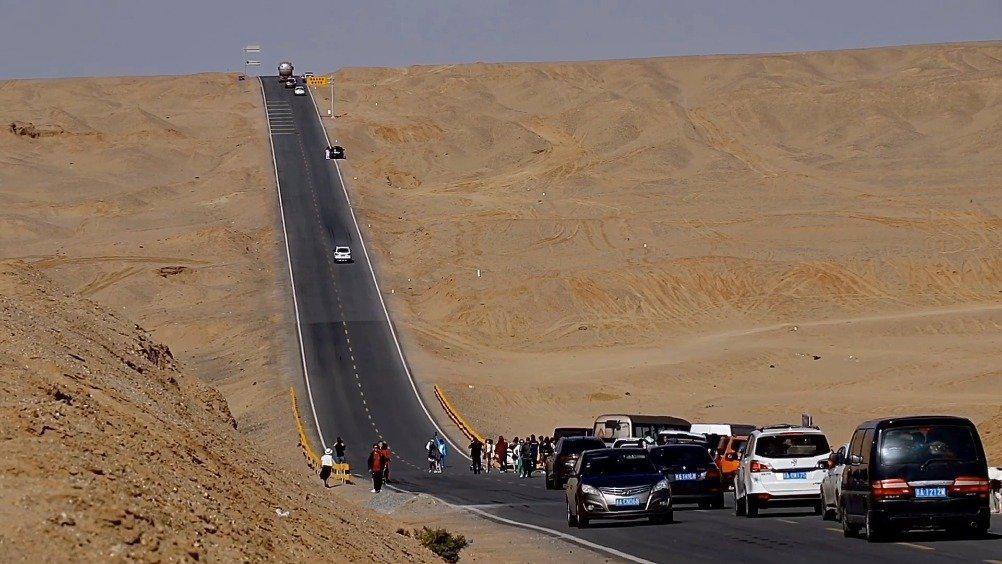 最美国道G315U型公路,这条路可以看到雅丹的地貌、丹霞地貌……