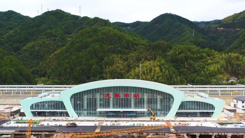 小编带你看上铁 之衢宁铁路龙泉市站航拍视频来了!