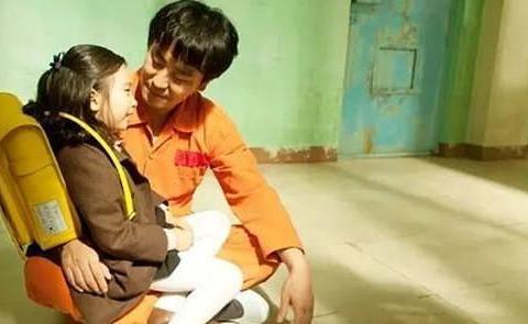 韩国电影《7号房的礼物》,小童星葛潇辕,今14岁已长成美少女