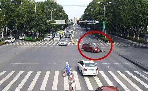国内红绿灯最多的公路,1公里31个红绿灯,随便一脚就会闯红灯