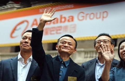 """这3位知名企业家,明明在中国捞金,为啥却成为了""""外国人""""?"""
