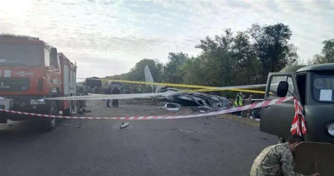 乌克兰坠毁军机黑匣子已找到,曾造成25人死亡2人重伤