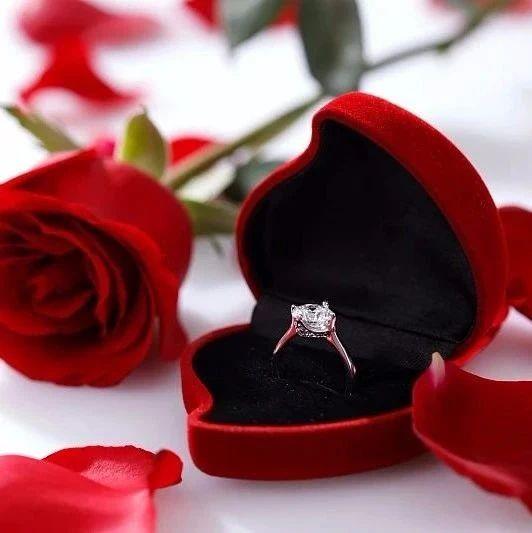敲定婚期后,男方用妈妈的戒指凑合,新娘不干,网友炸了!