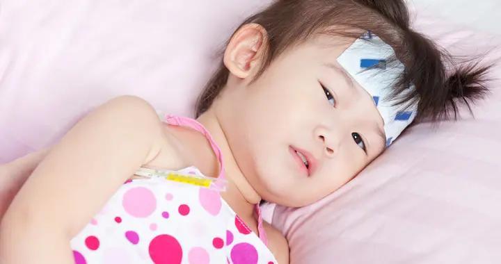 入秋后小孩子发烧比较普遍,但误用冰冰贴退热的育儿坑一定要避开