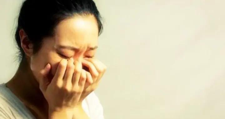 """孕妈""""泪点低"""",胎儿有压力!孕期哭泣,对宝宝伤害可不止一点点"""