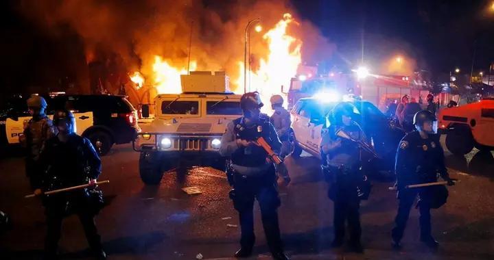 纽约州周末凌晨出现大规模枪击事件,已造成16人伤亡