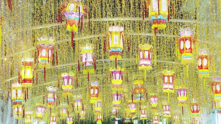 68秒 | 议事亭、大三巴、妈阁庙…澳门52处公共场所张灯结彩迎双节