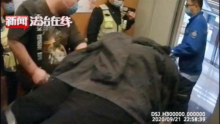 哈尔滨:警车护送酒驾车,谁能有此特权?