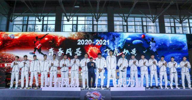 新疆男篮开展了20-21赛季的发布会,主教练阿的江在采访时谈到了球队新赛季的目标