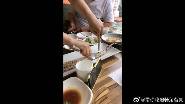 在韩国花500块吃的带鱼,老板这技术简直不摆了,想留着当艺术品