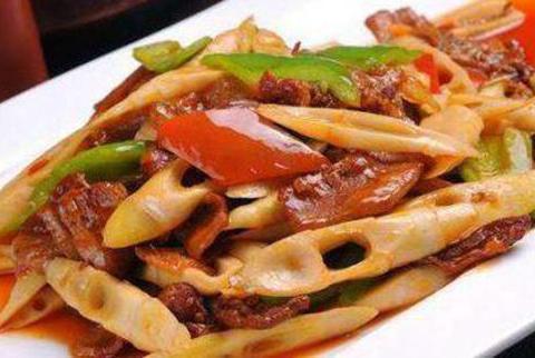 美食优选:红烧鸡翅,荷叶粉蒸肉,苦瓜炒猪肚,春笋肉片的做法